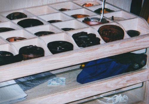 Cabina armadio in rovere decapato con cassetti