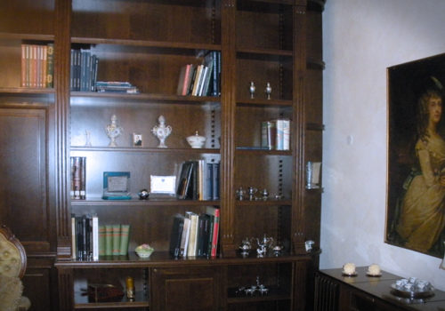Libreria e boiserie in rovere impellicciata