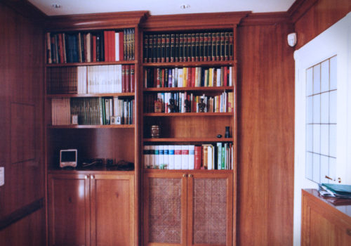 Boiserie e libreria in ciliegio