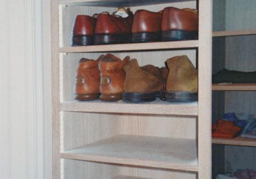 Cabina armadio in rovere decapato con scarpiera