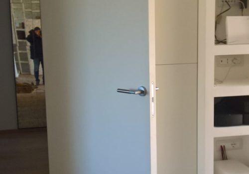 Porta bianca con bilico
