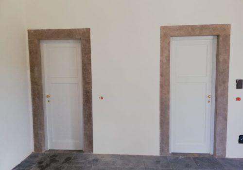 Porte bugnate in massello con cardine a muro