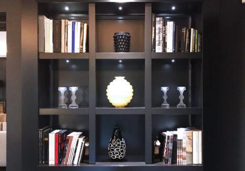 Libreria con cornici esterne e illuminazione a led, laccata grigia