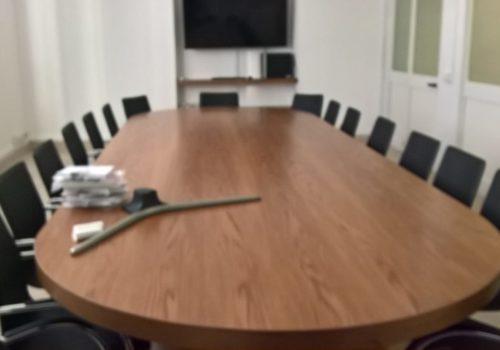 Tavolo riunione in rovere tinto noce chiaro